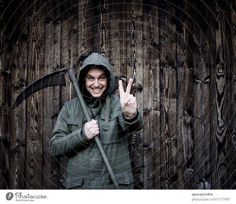 PEACE Mann Porträt Freak Wand Holz Winter kalt Angst unheimlich Panik Sense Landwirtschaft Frieden skurril lustig Freude Strukturen & Formen Kapuze Sensemann