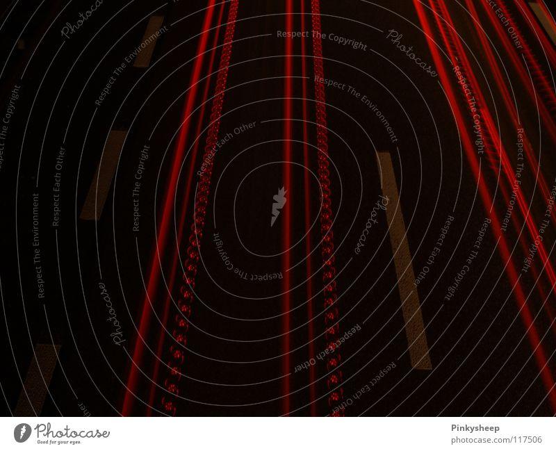 Rote Linien rot Winter Einsamkeit schwarz Straße kalt dunkel Stil Traurigkeit Stimmung Lampe Kunst Verkehr ästhetisch Brücke Europa