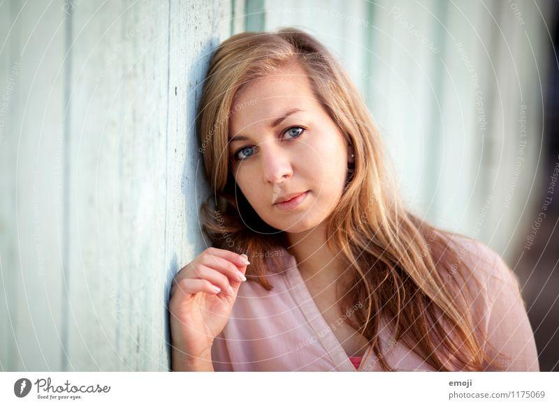 Portrait feminin Junge Frau Jugendliche Gesicht 1 Mensch 18-30 Jahre Erwachsene blond langhaarig schön natürlich Farbfoto Außenaufnahme Tag