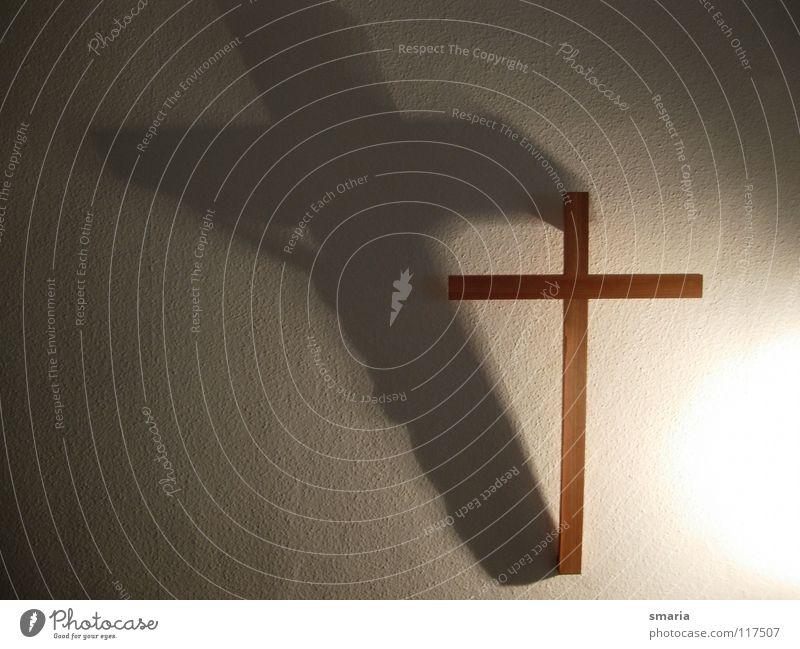 Licht und Schatten dunkel Leben Tod Religion & Glaube Rücken Christliches Kreuz Gott Kruzifix Schatten Rettung Jesus Christus Götter Auferstehung Christentum Karfreitag