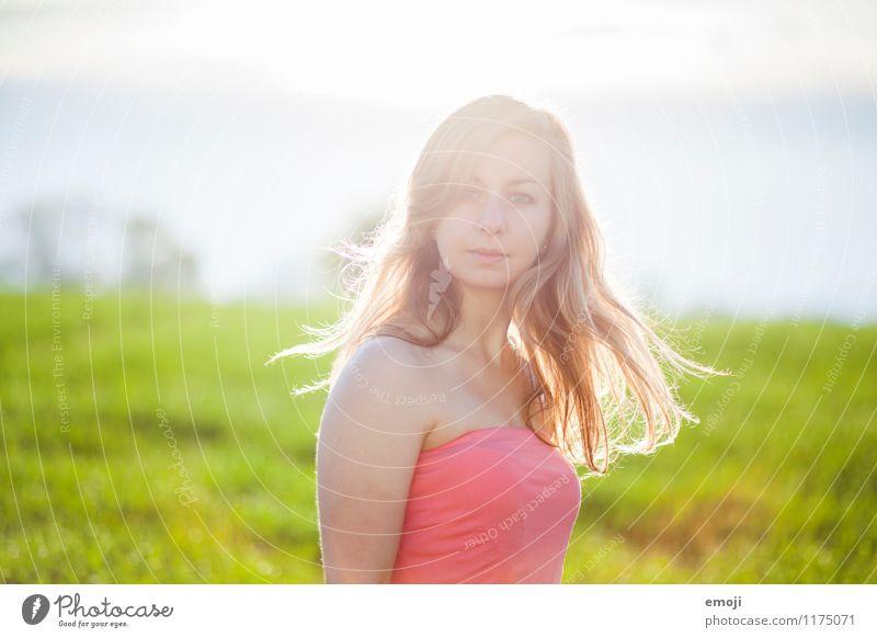 Morgensonne feminin Junge Frau Jugendliche 1 Mensch 18-30 Jahre Erwachsene Umwelt Natur Sommer Schönes Wetter blond langhaarig schön natürlich drehen Drehung