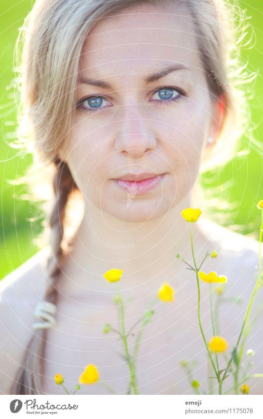zart Mensch Jugendliche Pflanze schön grün Sommer Junge Frau Blume 18-30 Jahre Erwachsene Gesicht gelb natürlich feminin Freundlichkeit positiv