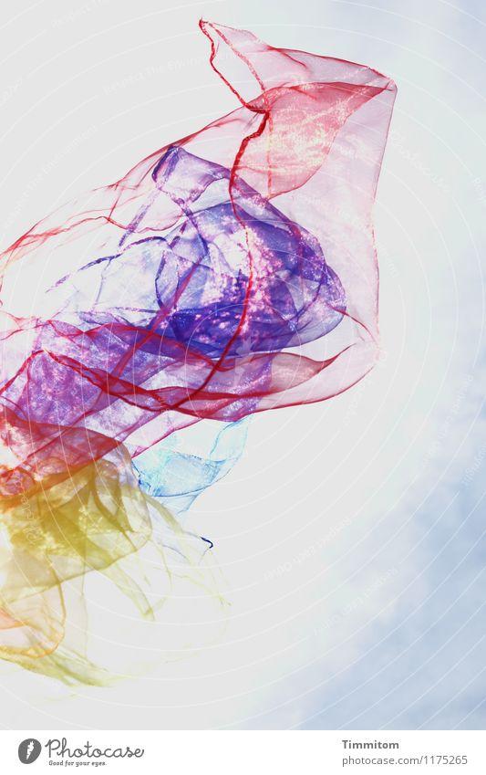 So nicht! Spielen jonglieren Himmel Wolken Frühling Schönes Wetter Jongliertücher Kunststoff fliegen ästhetisch blau gelb rot Gefühle Freude mehrfarbig