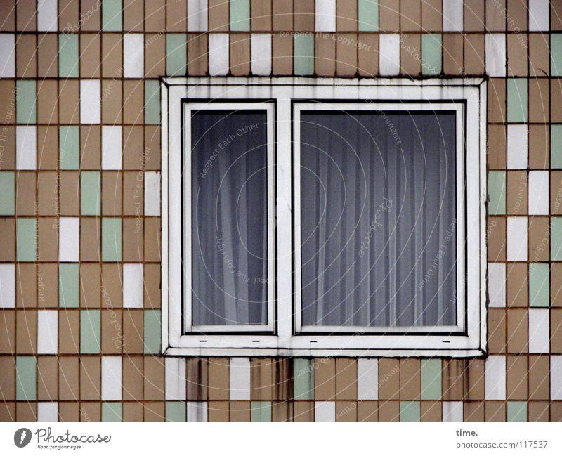 Aufstehn, es gibt Clown zum Frühstück! Stadt grün weiß Einsamkeit Haus Fenster Wand Gebäude Mauer braun Linie Fassade Design Ordnung Glas Vergänglichkeit