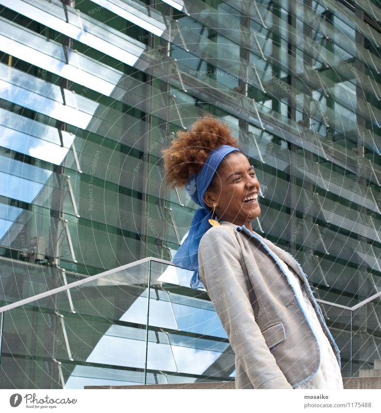 lachende junge Frau Lifestyle elegant Stil Design Freude Ferien & Urlaub & Reisen Tourismus Sightseeing Städtereise Bildung Wissenschaften Studium lernen Beruf