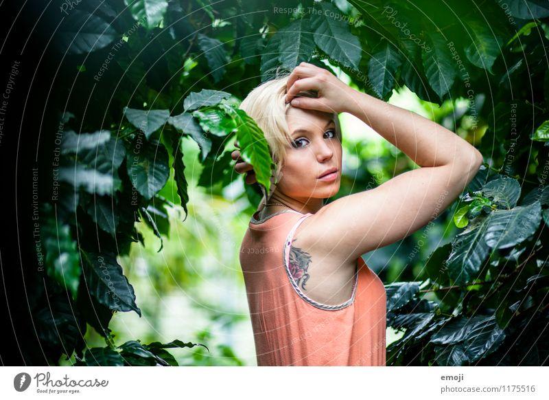green feminin Junge Frau Jugendliche 1 Mensch 18-30 Jahre Erwachsene Natur Wald schön natürlich grün Farbfoto Außenaufnahme Tag Schwache Tiefenschärfe Porträt