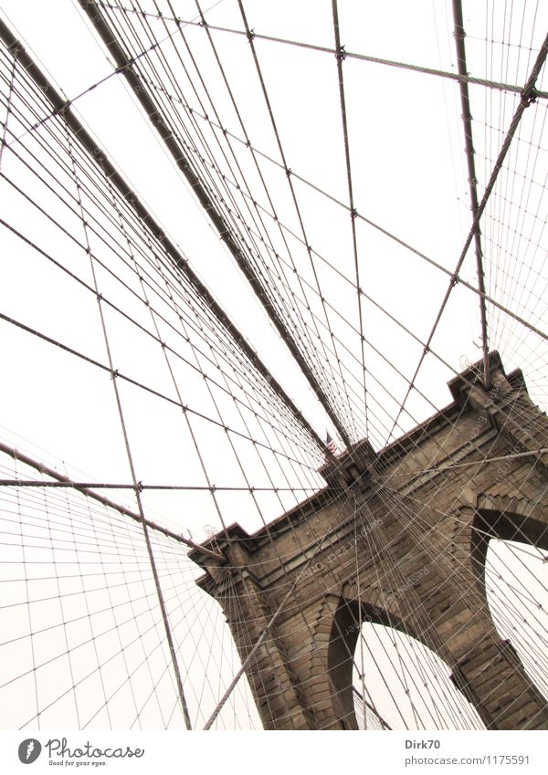 Brooklyn Bridge bei trübem Wetter Ferien & Urlaub & Reisen Ferne Städtereise Wolken schlechtes Wetter New York City USA Nordamerika Hafenstadt Menschenleer