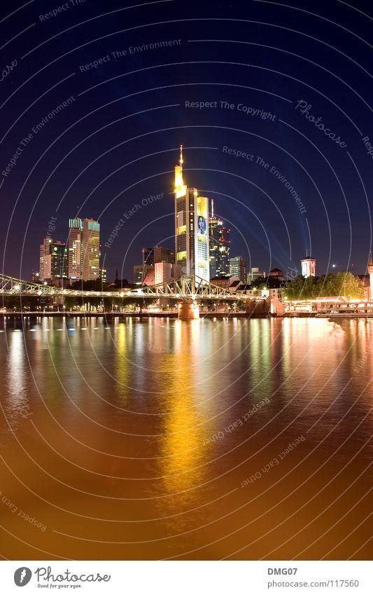 Skyline Mainhattan Stadt Freude Gefühle Glück Stimmung Hochhaus Brücke Lifestyle Fluss Turm Kommunizieren Dienstleistungsgewerbe Stadtleben Lebensfreude Frankfurt am Main Main