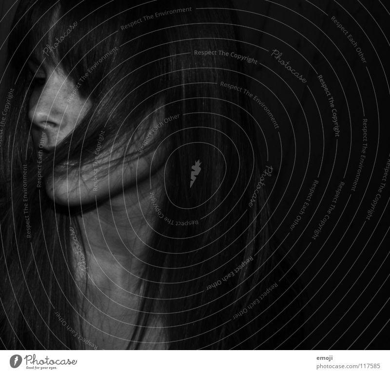 haarige Reihe Frau schwarz weiß Porträt verdeckt schön Beautyfotografie dunkel Seite Silhouette Schwarzweißfoto janine woman black white bw b/w Haare & Frisuren