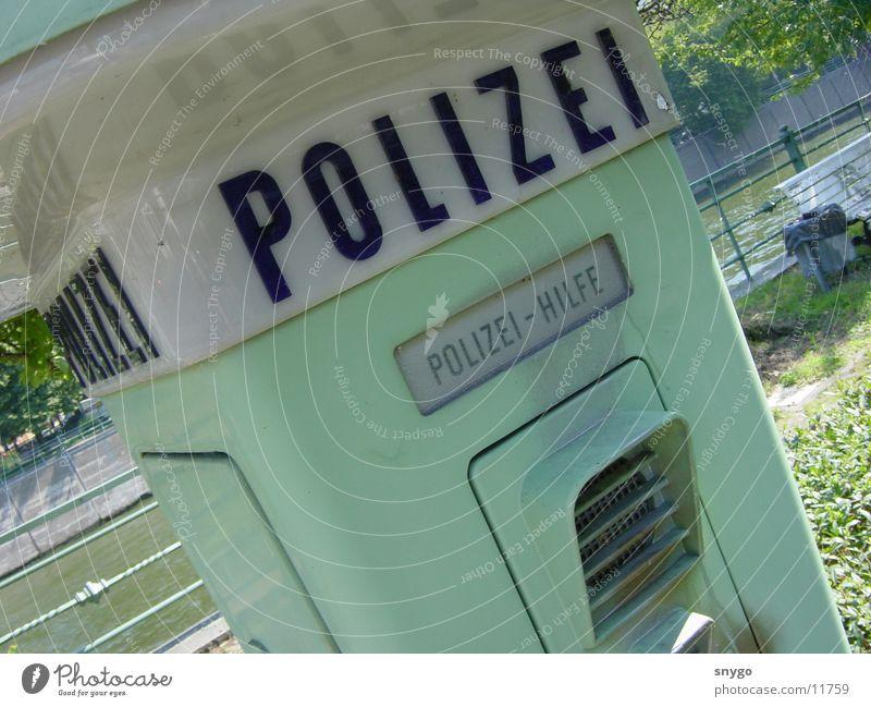 Notruf1 grün Graffiti Angst gefährlich bedrohlich Dinge Säule Alarm