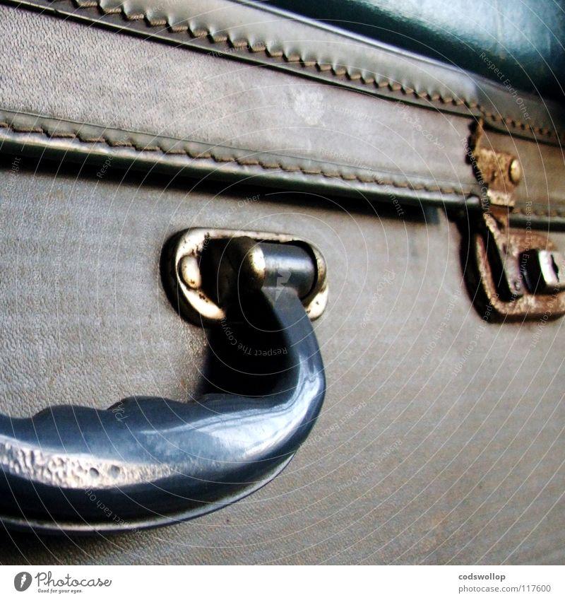 ich packe in meinen koffer... Ferien & Urlaub & Reisen Verkehr Luftverkehr Eisenbahn Bahnhof Koffer Griff Besitz Gepäck Kamm Badeente Zahnbürste Insektenschutz