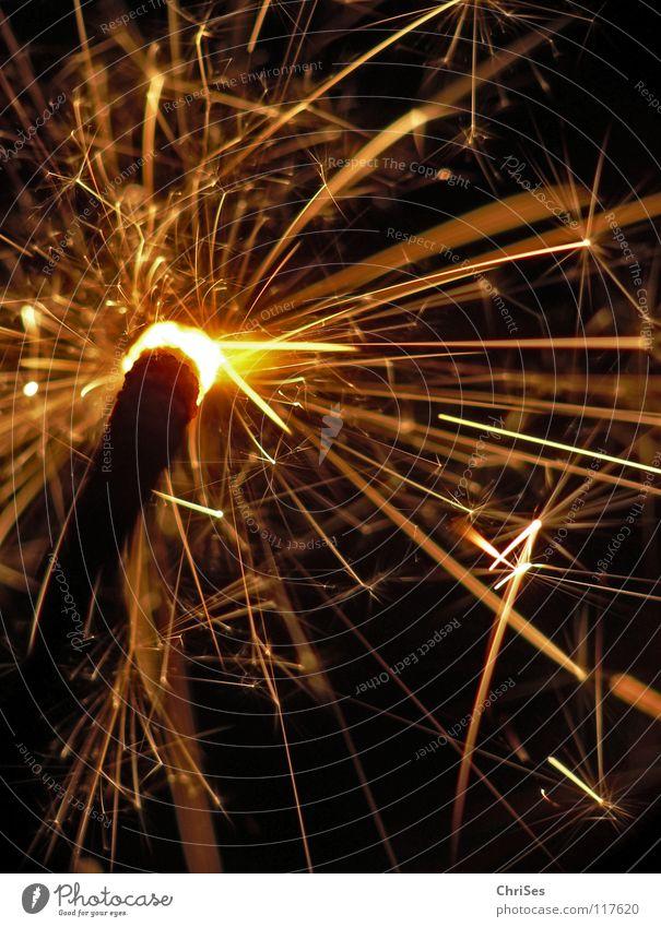 WunderKerze_05 Weihnachten & Advent weiß schwarz gelb dunkel hell Feste & Feiern glänzend Brand Geburtstag gold Feuer Stern (Symbol) Silvester u. Neujahr heiß
