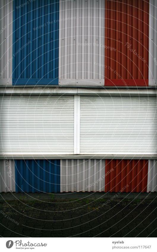 FENSTERLN AUF FRANZÖSISCH III Fenster schlafen dunkel geschlossen schließen Wand Gebäude Blech Rollo Sicherheit Frankreich Streifen gestalten mehrfarbig