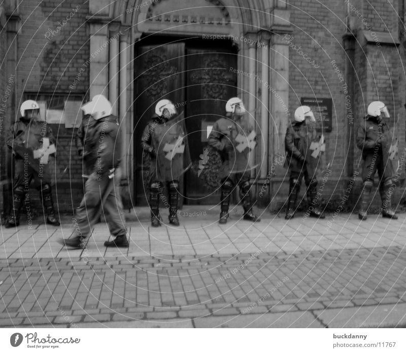 Polizeischutz Religion & Glaube Verkehr Schutz Polizist Demonstration