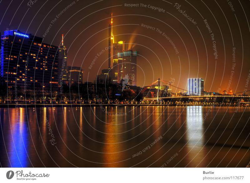Frankfurt am nächtlichen Main Frankfurt am Main Nacht glänzend Hochhaus Langzeitbelichtung Licht Wasser Fluss