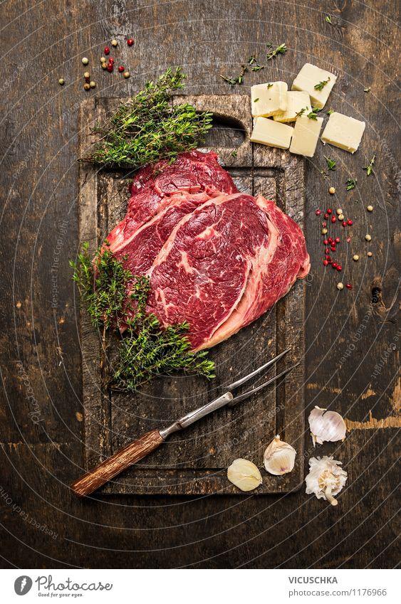 Rindersteak mit Thymian und Butter auf rustikalem Tisch Gesunde Ernährung Stil Lebensmittel Design Kochen & Garen & Backen Kräuter & Gewürze Küche Bioprodukte