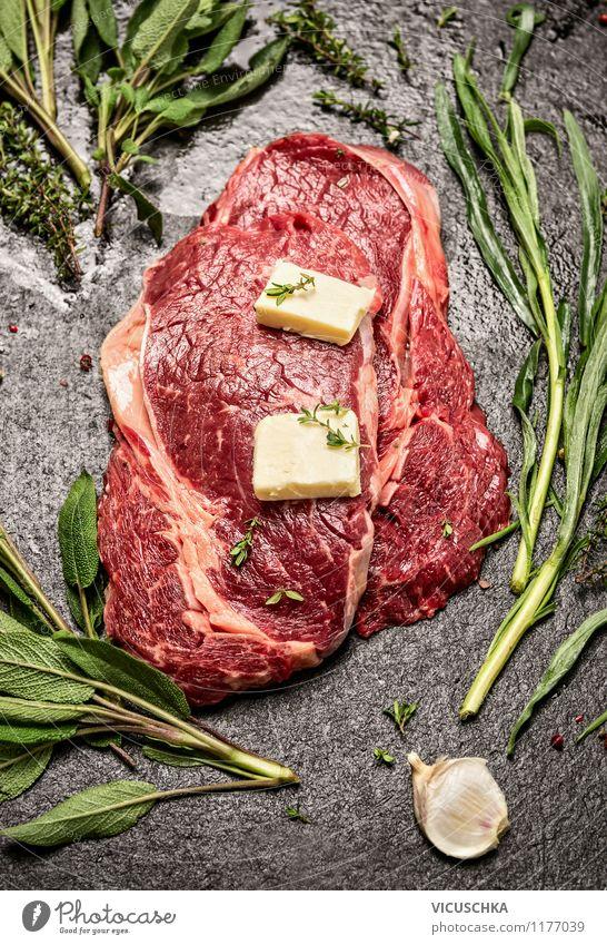 Steaks mit Kräuter und Butter zubereiten Lebensmittel Fleisch Milcherzeugnisse Kräuter & Gewürze Ernährung Abendessen Picknick Bioprodukte Diät Stil Design