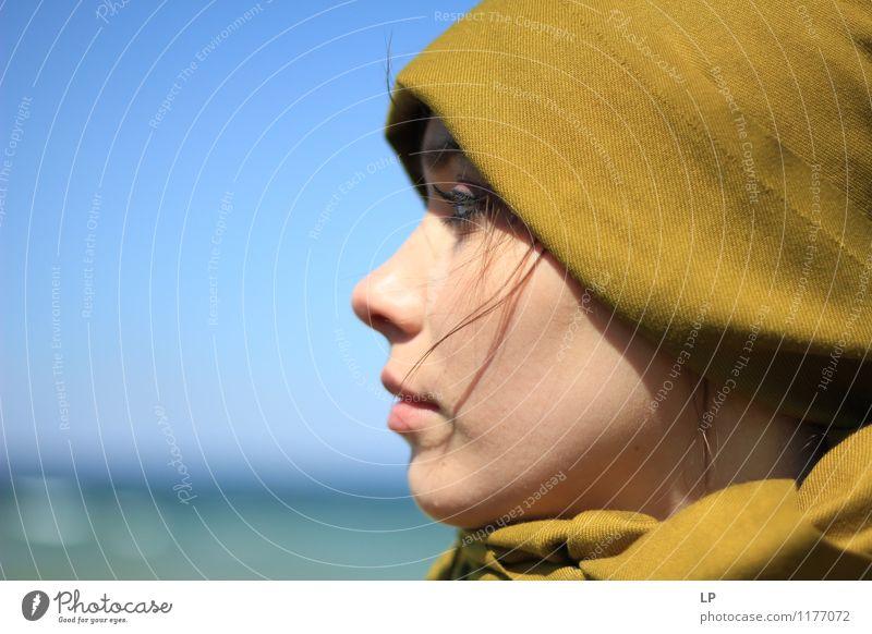 Profil feminin Junge Frau Jugendliche Gesicht 1 Mensch beobachten Denken Blick träumen warten einzigartig schön stark Wärme weich blau grün türkis Freude