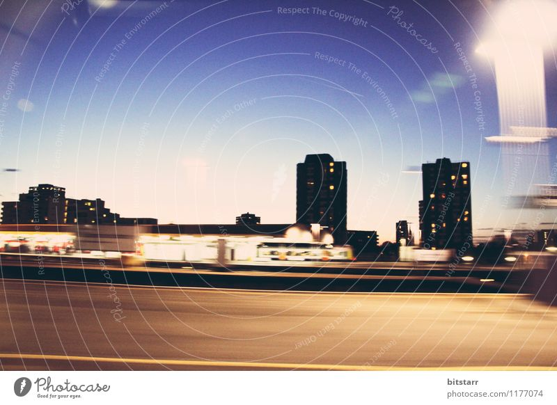 Puls der großen Stadt Himmel Sonnenaufgang Sonnenuntergang Skyline Haus Hochhaus Gebäude Fenster Verkehr Personenverkehr Öffentlicher Personennahverkehr