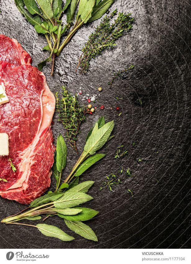 Rohes Rindfleisch mit frischen Kräutern Gesunde Ernährung Leben Stil Hintergrundbild Lebensmittel Design Tisch einfach Kräuter & Gewürze Küche Bioprodukte