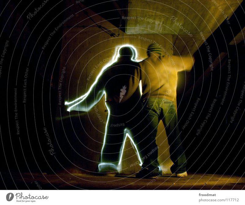 Schattenmann Langzeitbelichtung Dauerlicht Licht Gemälde Keller Verfall Schichtarbeit dreckig dunkel lightpainting froodmat Rücken