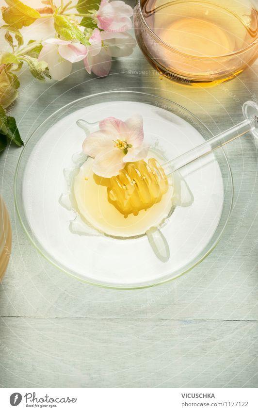 Goldener Honig mit Tee genießen Lebensmittel Dessert Süßwaren Bioprodukte Vegetarische Ernährung Diät Getränk Teller Tasse Löffel Stil Design Alternativmedizin