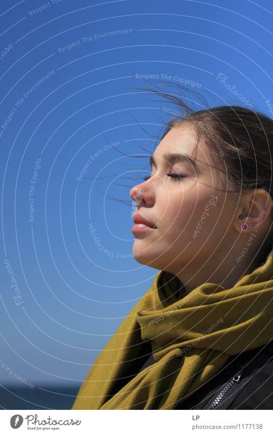 Mensch Jugendliche schön Junge Frau Erholung ruhig Gesicht Leben feminin Stil Gesundheit Religion & Glaube Haare & Frisuren Lifestyle Zufriedenheit träumen