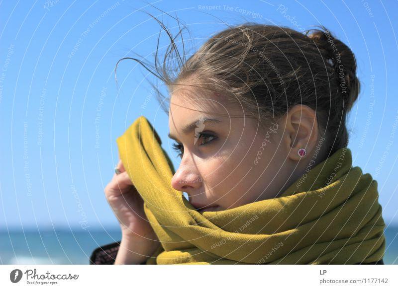 Mensch Jugendliche schön grün Junge Frau ruhig Freude Gesicht Wärme Leben feminin Stil Haare & Frisuren Mode Lifestyle Zufriedenheit