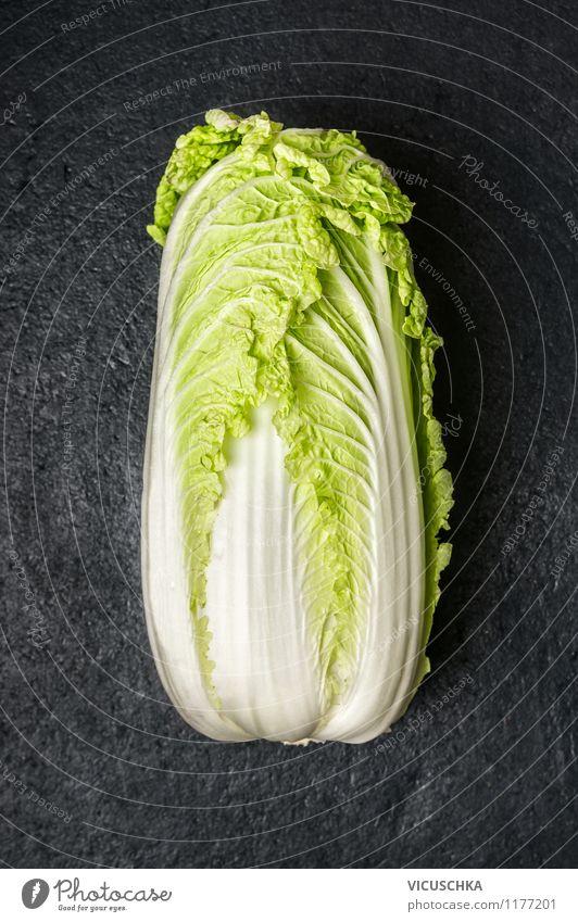 Chinakohl. Lebensmittel Gemüse Salat Salatbeilage Ernährung Bioprodukte Vegetarische Ernährung Diät Stil Design Gesunde Ernährung Garten Natur Chinese Top Asien