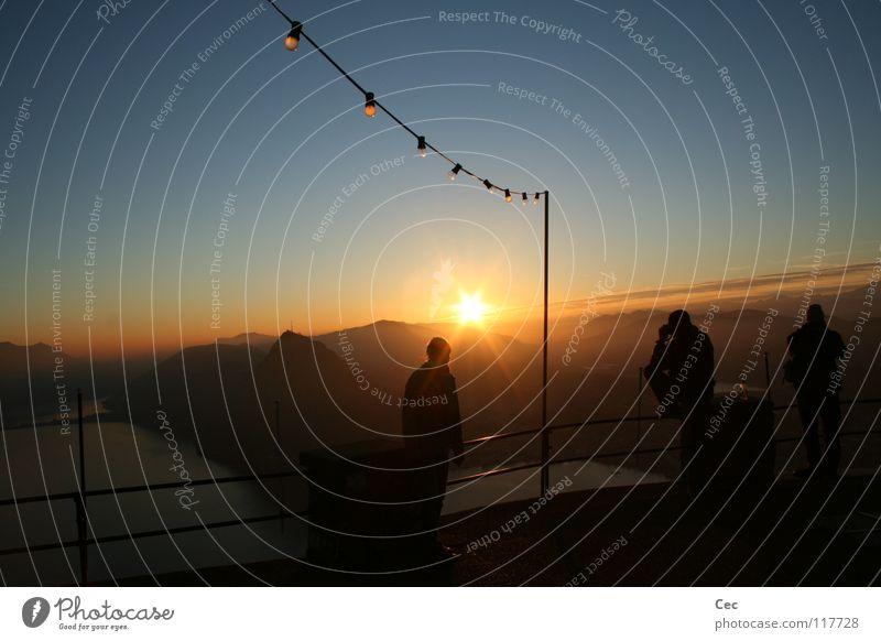 new (g)old dream Sonnenuntergang gold blau Glühbirne See Berge u. Gebirge dunkel Schweiz Lugano Kanton Tessin Gelände Mensch Zukunft Winter Pfosten Silhouette