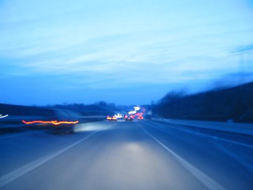 cliodrive2 Autobahn Nacht fahren Mobilität Fahrzeug Verkehr Clio PKW Verzehrt