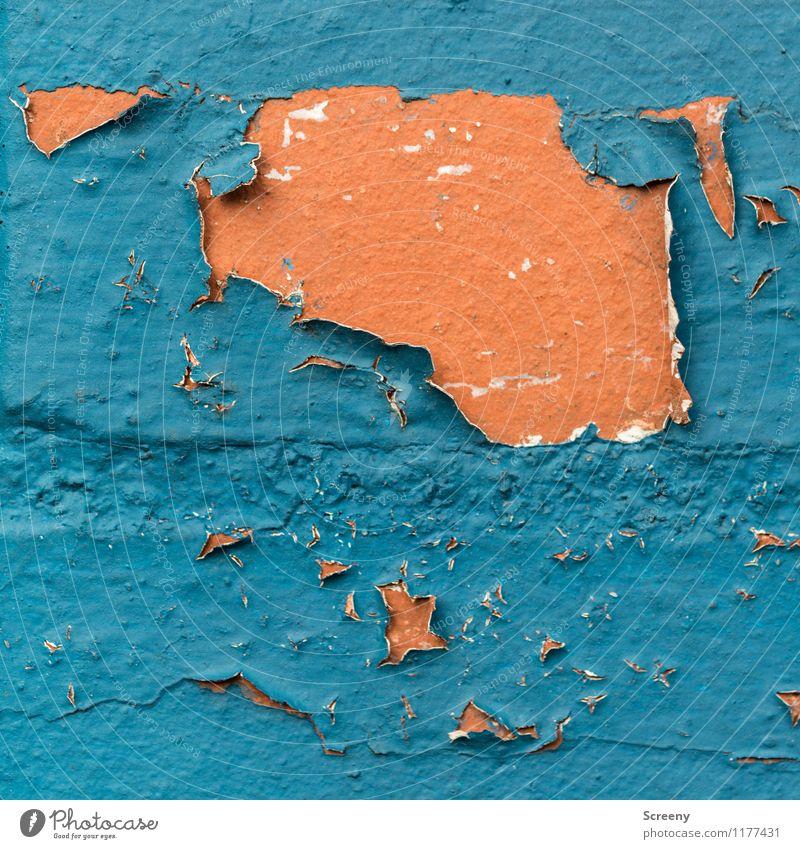 Lauf der Zeit | UT Köln Farbstoff Lack Backstein alt blau orange Senior Verfall Vergänglichkeit Abnutzung abblättern Farbfoto Außenaufnahme Detailaufnahme
