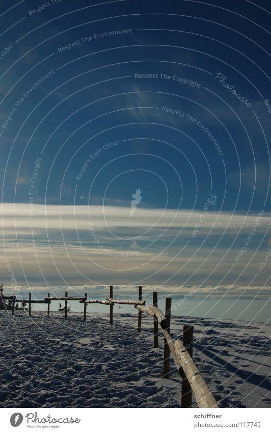 Dem Himmel so nah Himmel Winter Wolken Ferne Schnee Berge u. Gebirge Freiheit Eis Nebel Niveau Unendlichkeit Gipfel Fußspur Zaun Geländer Pfosten