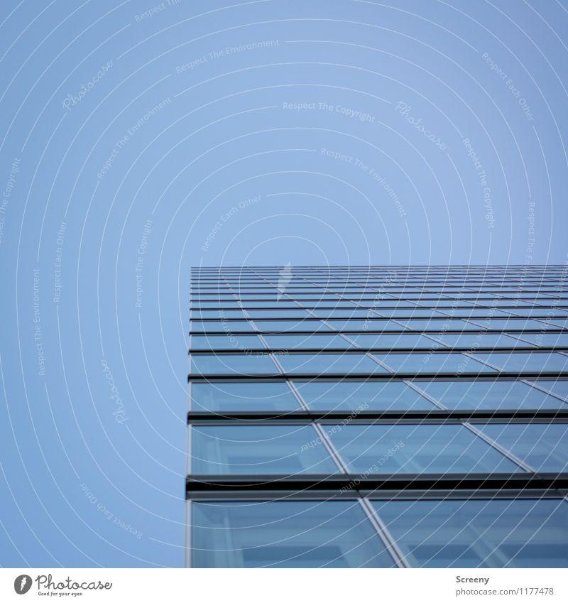 Hoch hinaus #1 Himmel Stadt blau Fenster Architektur Gebäude Fassade Hochhaus hoch Wolkenloser Himmel