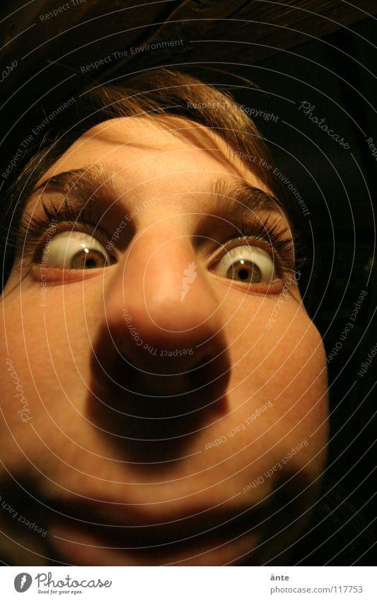 Bewerbungsfoto Verzerrung Weitwinkel Grimasse Unsinn Schielen Wimpern Blick nervig Ekel fremd Wahnsinn Mensch Gesicht Auge Fischauge Nase face grauenvoll