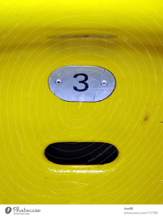 sitzen is' für den arsch gelb Spielen Hintergrundbild Platz 3 Erfolg Ziffern & Zahlen Kunststoff Tor Statue Reihe Loch Sitzgelegenheit Publikum kämpfen