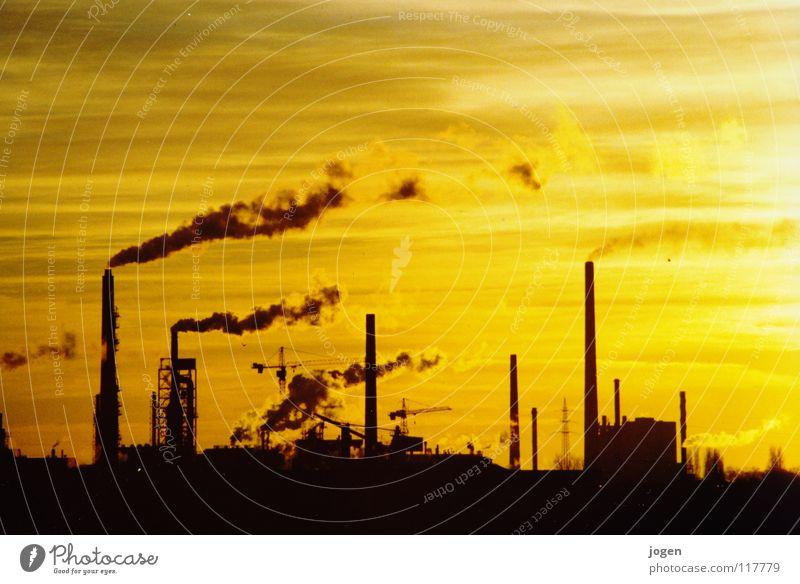 Yellow Duisburg Chemiewerk Fabrik Umwelt Umweltverschmutzung Kohlendioxid Treibhausgas gelb schwarz Gegenlicht Sonnenuntergang Wasserdampf Kran Abendsonne