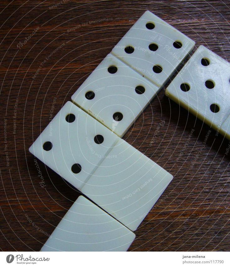 Domino.Day Dominosteine Langeweile Spielen schwarz weiß Tisch liegen Ziffern & Zahlen Stein Augenzahl Punkt Spielfigur