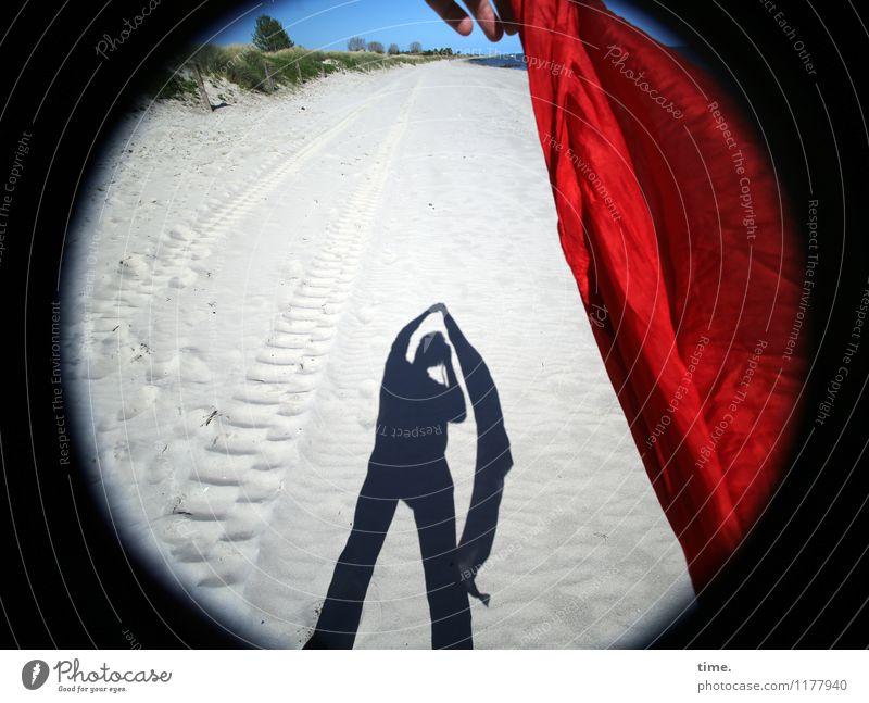 Sandmännchen II Erholung Freude Ferne Strand Leben Bewegung Küste Wege & Pfade fliegen Horizont frisch stehen Perspektive Lebensfreude Schönes Wetter