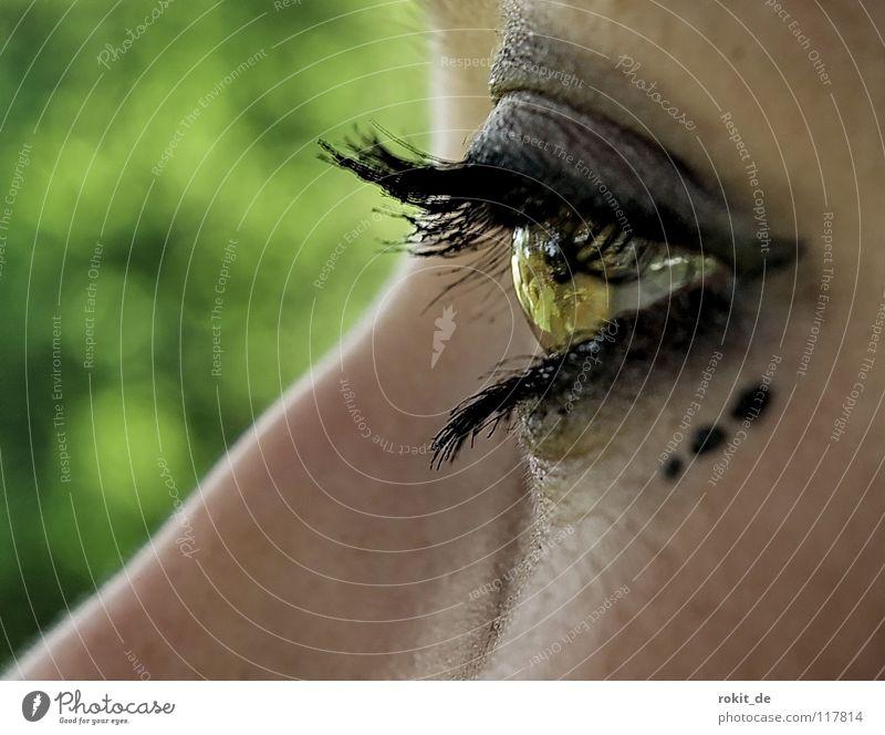 Augenblick mal! Aussicht Durchblick Wimpern Schminke Punkt schwarz dunkel Einblick durchsichtig stark Schwäche Trauer Pubertät Jugendliche grün Schminken