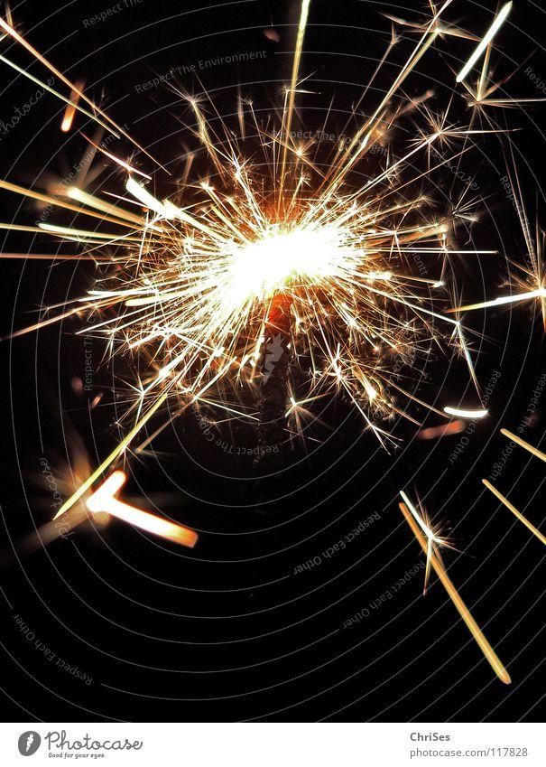 WunderKerze_06 Wunderkerze Weihnachten & Advent Silvester u. Neujahr Feuerwerk brennen Alles Gute anzünden heiß schwarz gelb weiß dunkel Nordwalde Makroaufnahme