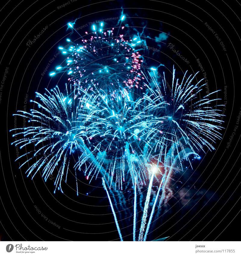 Stunde Null Himmel blau Freude Glück Feste & Feiern Party Linie Geburtstag Erfolg Zukunft Hoffnung Show Rauch Veranstaltung Silvester u. Neujahr Club