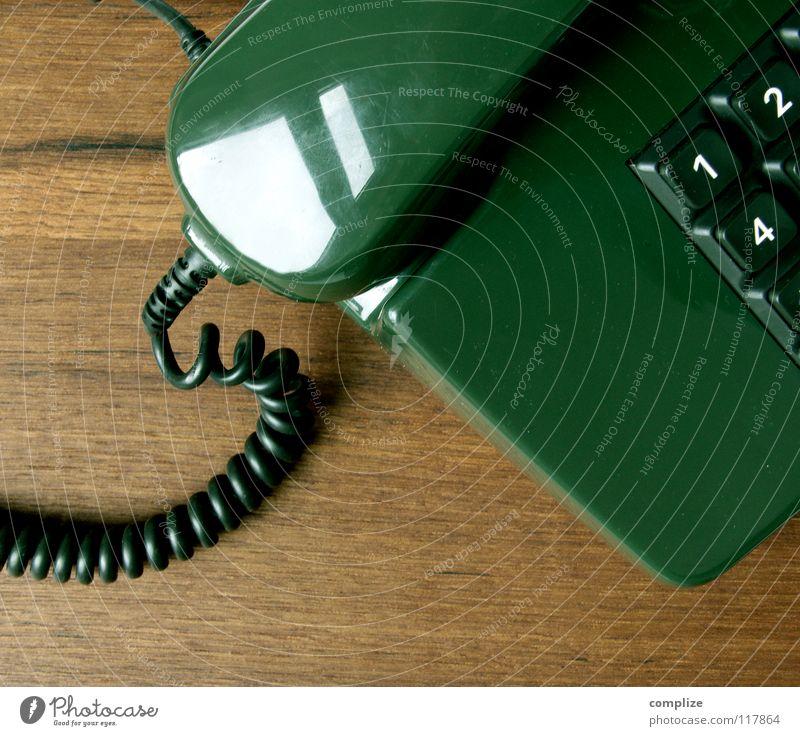 Telefon 7. alt grün Baum Holz braun Wohnung warten Telefon retro Ziffern & Zahlen Kabel Vergangenheit Verbindung Dienstleistungsgewerbe Mobilität Siebziger Jahre