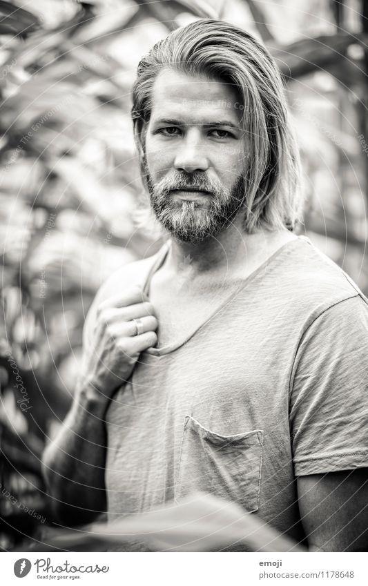 strong maskulin Junger Mann Jugendliche Erwachsene Gesicht 1 Mensch 18-30 Jahre langhaarig Bart trendy schön einzigartig stark Schwarzweißfoto Außenaufnahme Tag