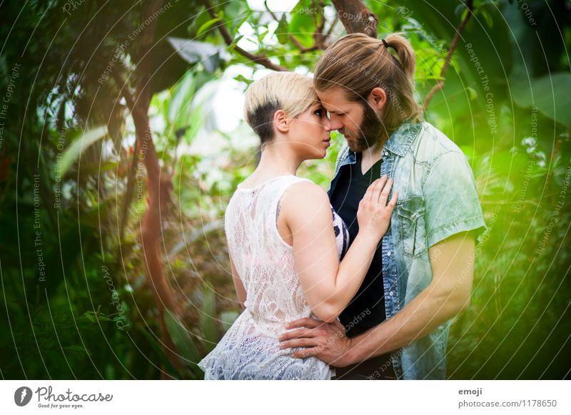 tropisch maskulin feminin Junge Frau Jugendliche Junger Mann Paar 2 Mensch 18-30 Jahre Erwachsene Natur Urwald schön Intimität Liebespaar Verliebtheit Farbfoto