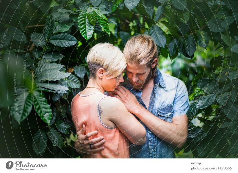 in between maskulin feminin Junge Frau Jugendliche Junger Mann Paar 2 Mensch 18-30 Jahre Erwachsene Umwelt Natur Wald Urwald Zusammensein trendy schön Intimität