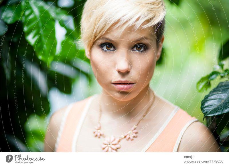 face feminin Junge Frau Jugendliche 1 Mensch 18-30 Jahre Erwachsene blond kurzhaarig trendy schön Farbfoto Außenaufnahme Tag Schwache Tiefenschärfe Porträt