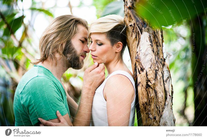 zärtlich Mensch Jugendliche schön Junge Frau Junger Mann 18-30 Jahre Erwachsene Liebe feminin Paar Zusammensein maskulin Verliebtheit Liebespaar Intimität