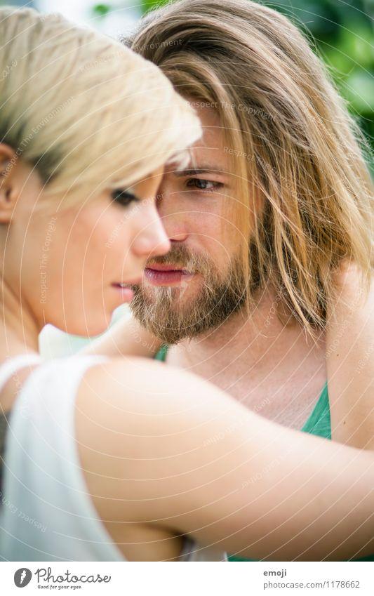 nah. maskulin feminin Junge Frau Jugendliche Junger Mann Paar 2 Mensch 18-30 Jahre Erwachsene Zusammensein schön Intimität Liebespaar Farbfoto Außenaufnahme