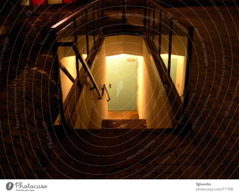 Die Tür im Keller Nacht Dinge Treppe Kellertür Kellertreppe
